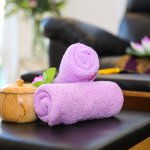 The towels and setup on the foot massage pod